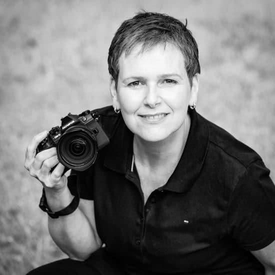 Fotografin Charlene C. Smith mit ihrer Kamera